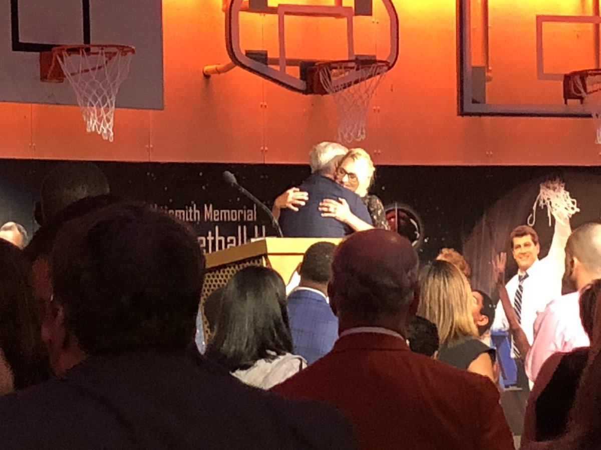 Thrilled to witness the great @heydb enter the Naismith Basketball Hall of Fame with the Gowdy Award.
