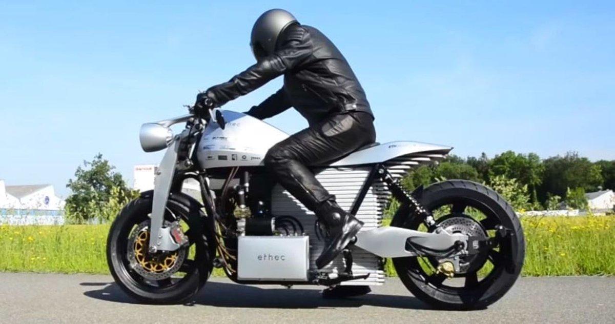 チューリッヒ工科大の学生たちが航続距離400kmのハイテク電動バイクを作る #バイク #大学研究 #テクノロジー https://t.co/zGv01IKpaD