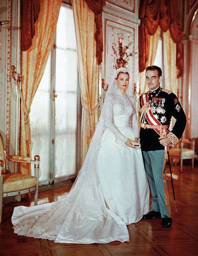 a description of princess grace on a fashion fairy tale Princess grace's wedding gown was designed by oscar winner helen rose of mgm on 13 september 1982 the fairytale came to a heartbreaking end when princess grace died after the car in which she and her 17-year-old daughter stephanie were travelling plunged down a mountainside.