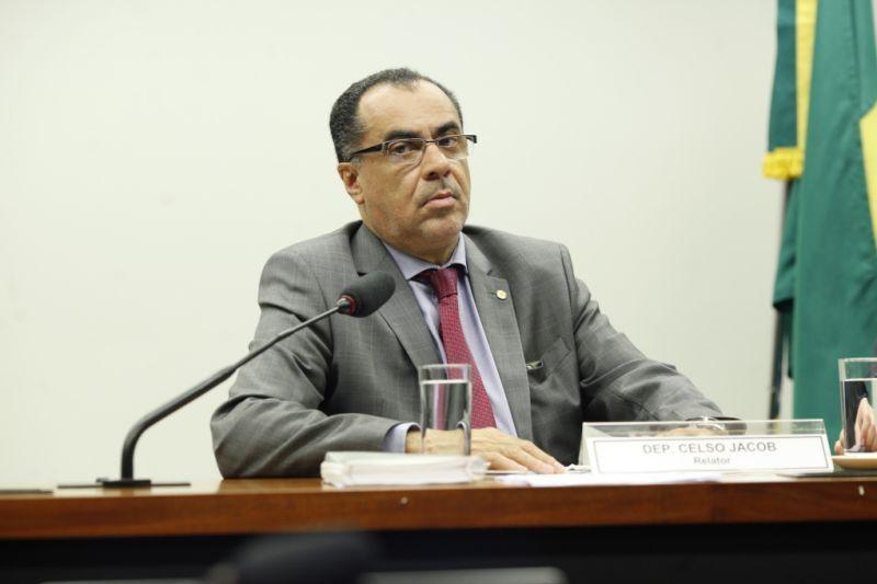 Deputado ex-presidiário faz campanha cumprindo pena do STF #eleicoes2018  https://t.co/oF9fT0bEqe