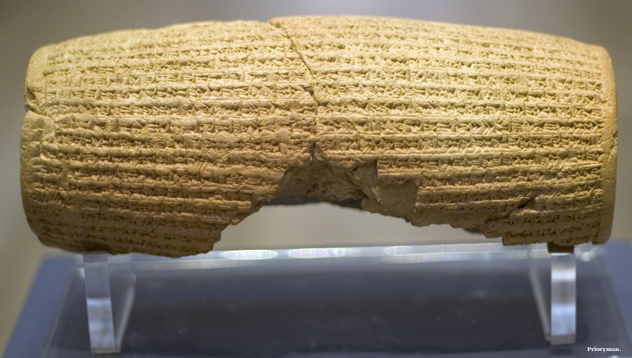 UK junior minister and Iranian #museum director handle sensitive Cyrus Cylinder issue #Iran https://t.co/oLyQoCUSOw