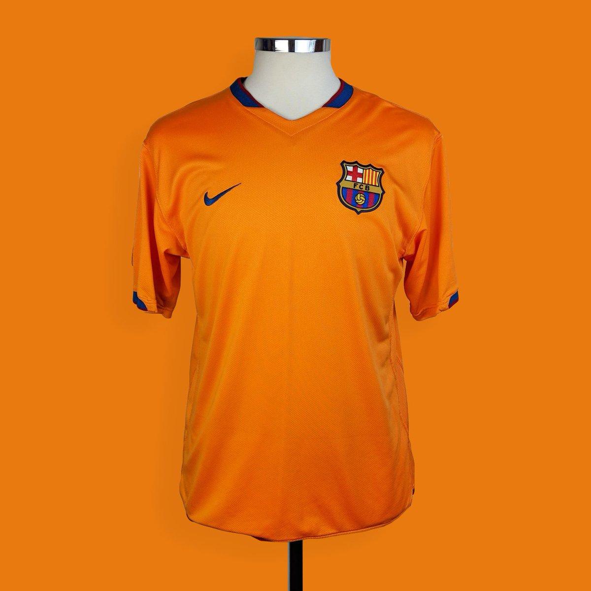 newest 77c16 1f468 Classic Football Shirts on Twitter: