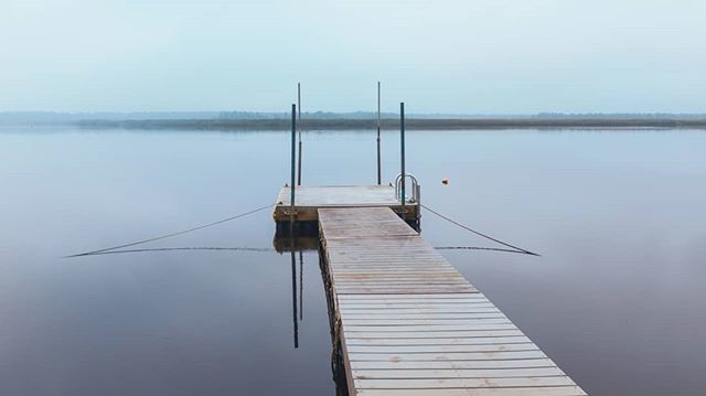 A moody morning that was supposed to be a sunrise picture. I could see it as a print on one of my wall, do you ? . . . #dock #goodmorning #notasunrise #fridaymood #mullicariver #ethereal_moods #printavailable #fujifilmx100t #fujifilmx_us #x100t #marienph… https://ift.tt/2Cx0BG9pic.twitter.com/zOb8YIIjyx