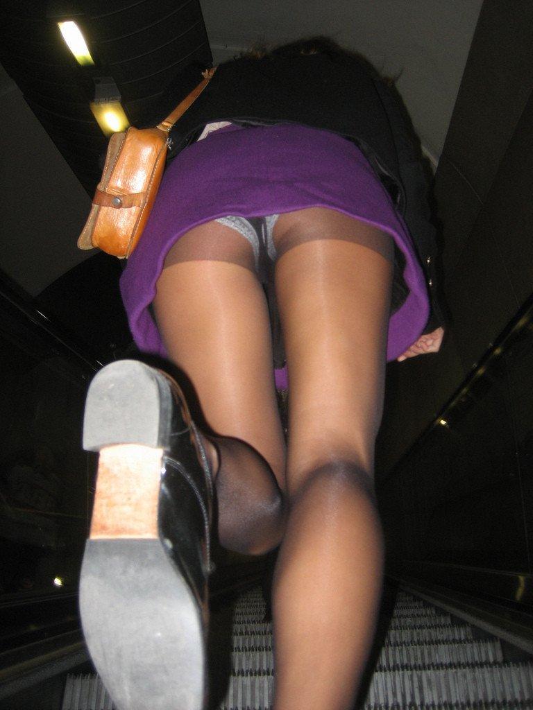 foto-podsmotrel-pod-yubku-na-eskalatore-metro-foto-telok-s-razebanoy-zhopoy