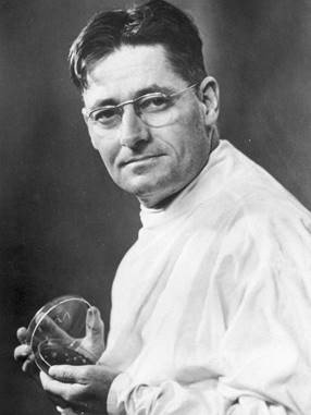 In 1928 Alexander Fleming found #penicillin in a dirty petri dish but #DYK Howard Florey headed the dedicated vision, work, years to develop a life-saving medical treatment. And Florey refused to patent it. #Bday #NobelPrize @royalsociety @FloreyInstitute  https:// to.pbs.org/2LInWoE  &nbsp;  <br>http://pic.twitter.com/yy0GSXgczv