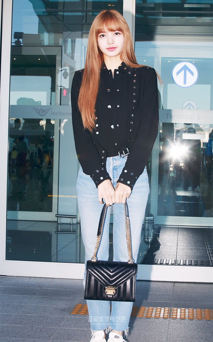 234afd552fb5a Rosé, Jisoo & Lisa headed out to New-York for NY Fashion Week + ...