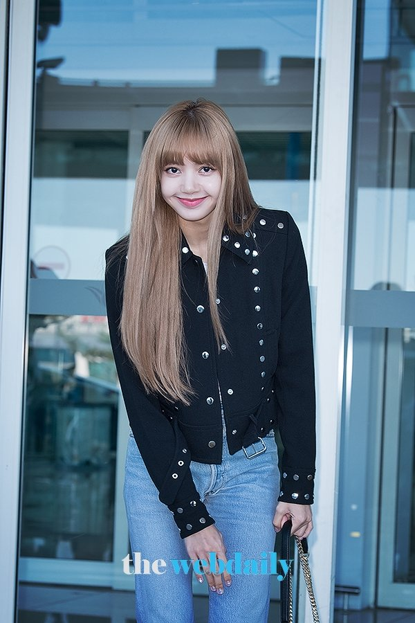 Lisanations On Twitter Press 180908 Lisa At Incheon Airport