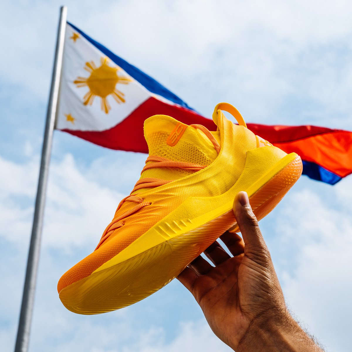 24642455fd2 ... this new yellow  Curry 5 in Manila for those Pinoy basketball players  who are  WiredDifferent to rewrite the code of the  game.pic.twitter.com n3yCGDGJed