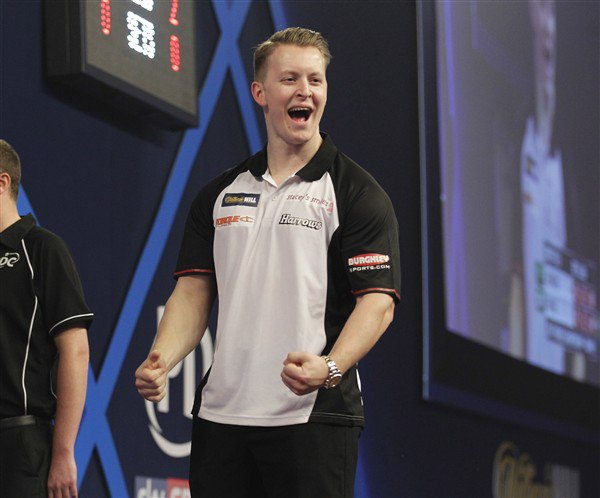 WINNER | @Joshpayne180 is through to the final day in Maastricht! Josh Payne 6-3 Darren Webster 📺 Watch #ET11 on PDCTV-HD ▶️ Results & streaming info: pdc.tv/node/7763