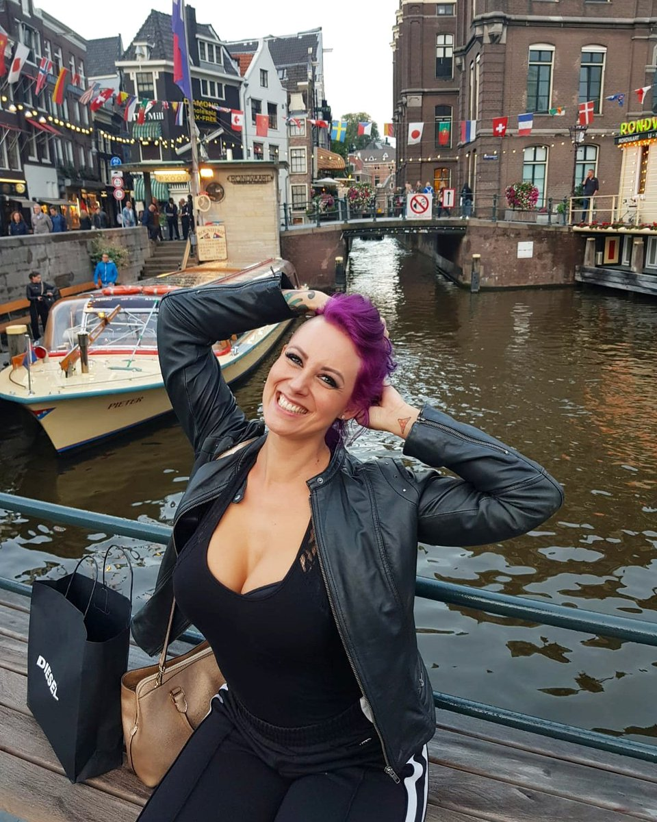 looking for a naughty girl in amsterdam