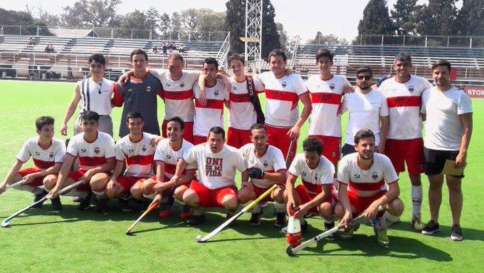 Nueva victoria estudiosa, el equipo de Caballeros de Universitario le gano a Gimnasia y Esgrima de BsAs por 5a3 con goles de Maxi Falcioni x4 y Fran Tripiana #HockeyCba #LRCH 2018 Caballeros Foto