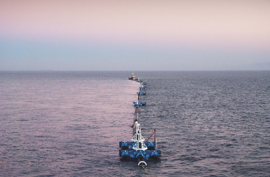 Engineers set to launch massive 600-metre long floating boom from San Francisco in an attempt to collect and help clean up the world's largest garbage patch in the Pacific. (Image courtesy: The Ocean Cleanup)