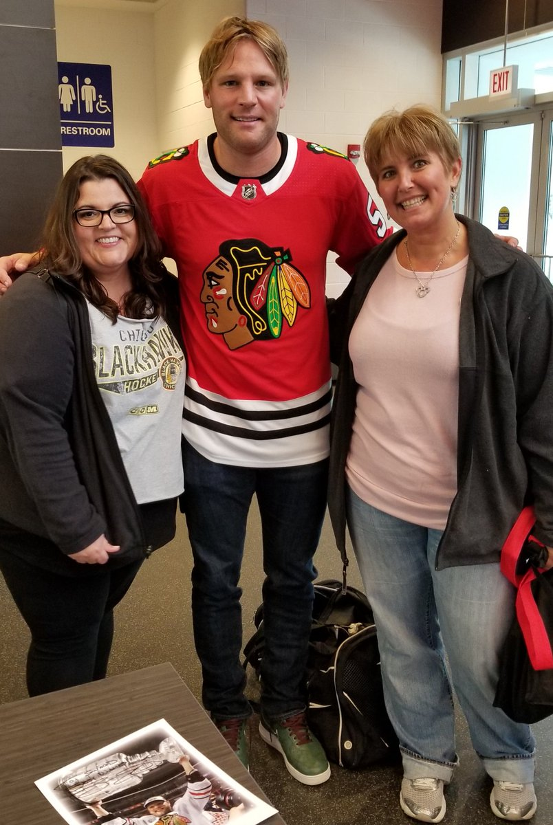 I had so much fun today learning about educational partnerships with @NHLBlackhawks ! ...and extra bonus @reyes_roz and I got to meet Ben Eager! #d123 #swd123 👍😃 what a great day!