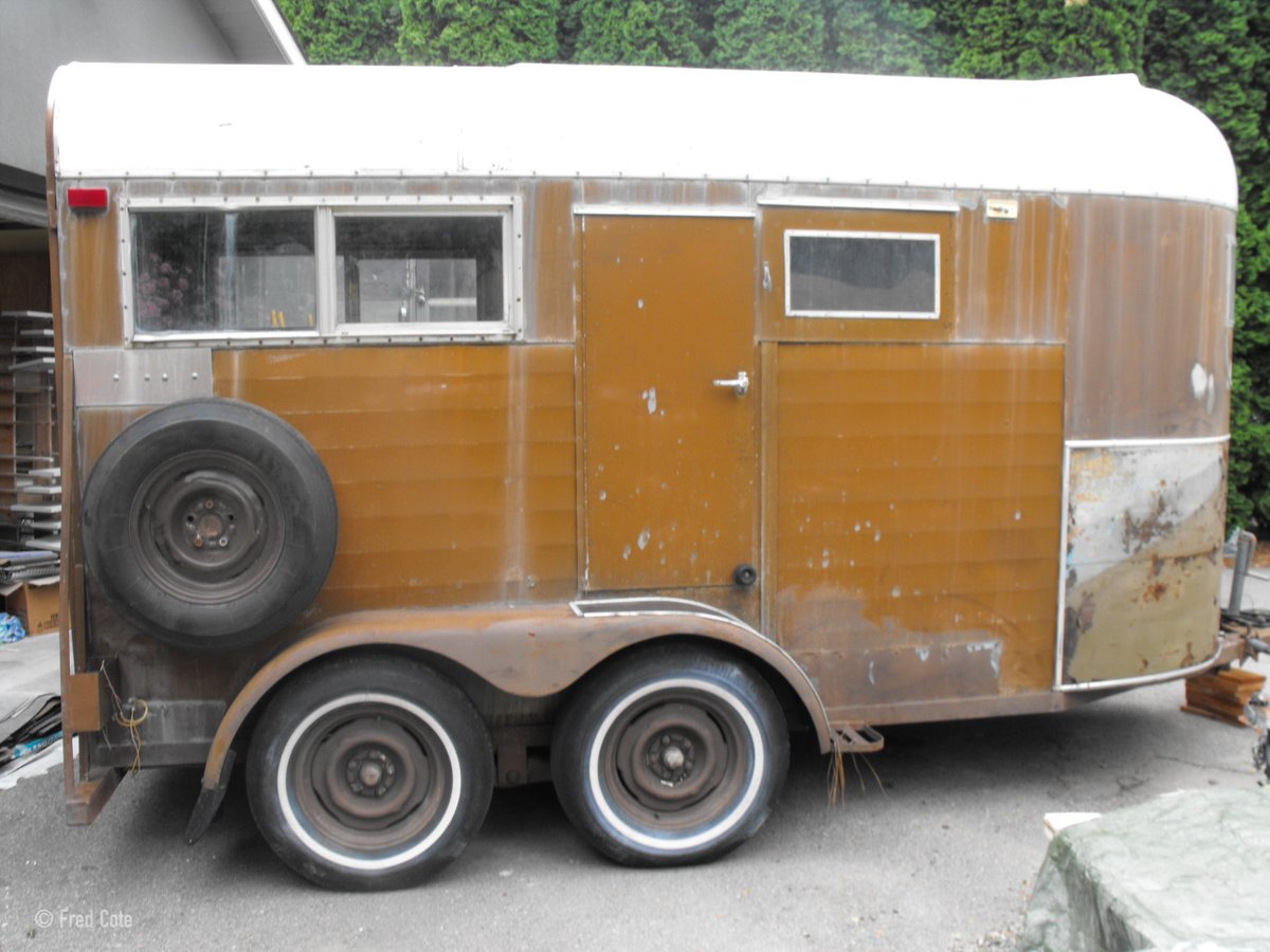 Tiny House Town On Twitter A Horse Trailer That S Been Transformed Into A Cozy Tiny House On Wheels Take A Look Https T Co M75leycf8e