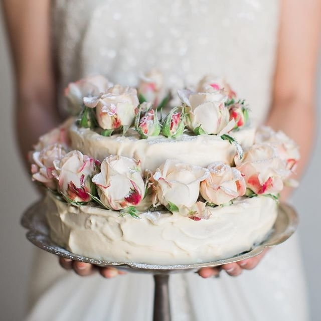 24 floral wedding cakes that are almost too beautiful to eat: https://t.co/RawuH33lL4 https://t.co/eh78ZXXkyk