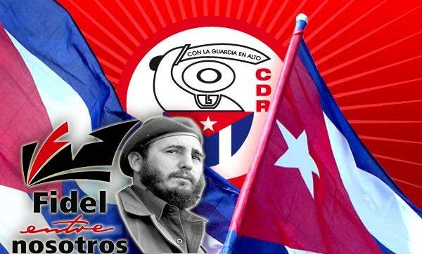 Cubanos a las puertas del Congreso de los CDR