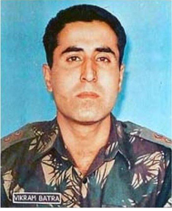 Happy Birthday sir Akshay kumar I also want to wish our Real Hero Cap Vikram Batra