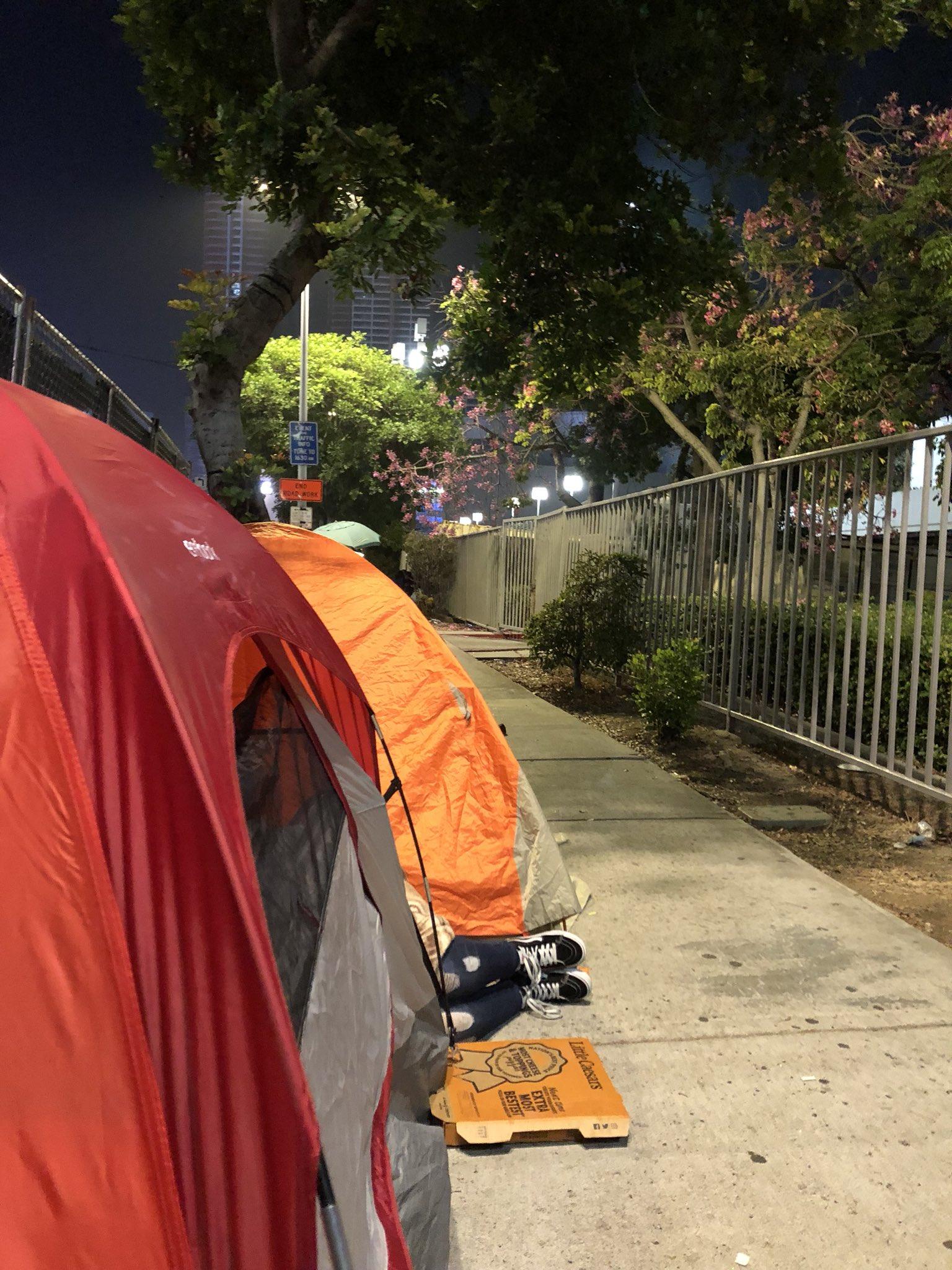 Camping out again https://t.co/AuWWJUop13 https://t.co/WaJZgkWunU