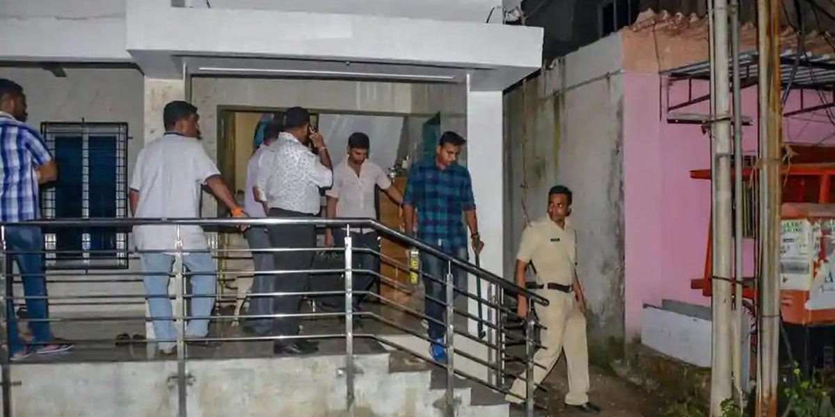 Two more arrested in explosives case in Maharashtra  https://t.co/25c7DfknWr https://t.co/mbm7fod4bT