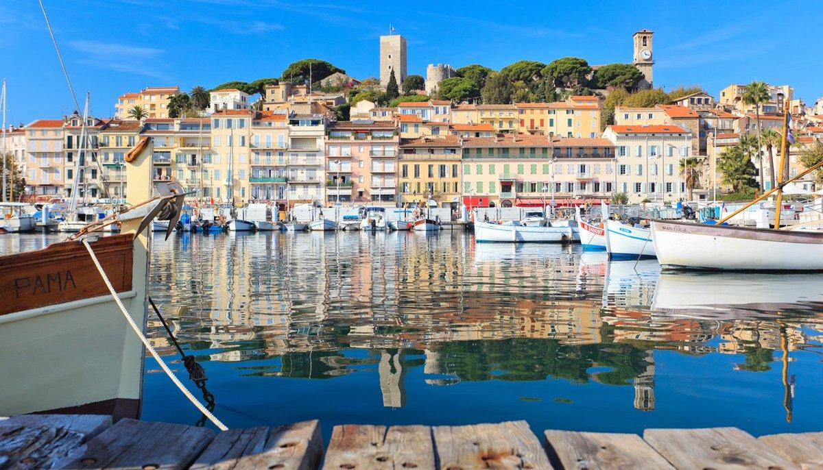 Discover Cannes : Suquet View, old town. Le Suquet and Musée de la Castre Enjoy!  #cannes #lovecannes #suquet #museedelacastre #port #tower #church #walkidea #sunday