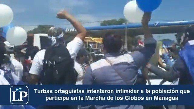RT: El régimen de Daniel Ortega nuevamente demostró el miedo que le tienen a las marchas pacíficas de los autoconvocados y enviaron a sus fanáticos a tratar de intimidar en la rotonda Cristo Rey. Pero no pudieron http://www.laprensa.com.ni #SOSNicaragua