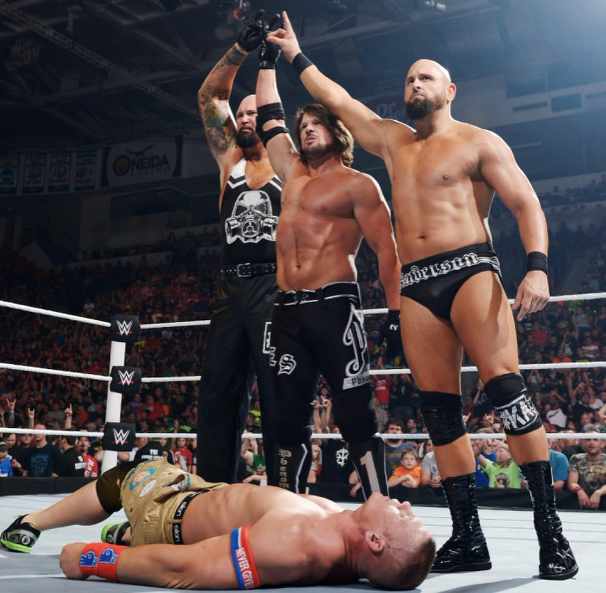 👌🏻 #MyBrothers @AJStylesOrg @LukeGallowsWWE #TheClub
