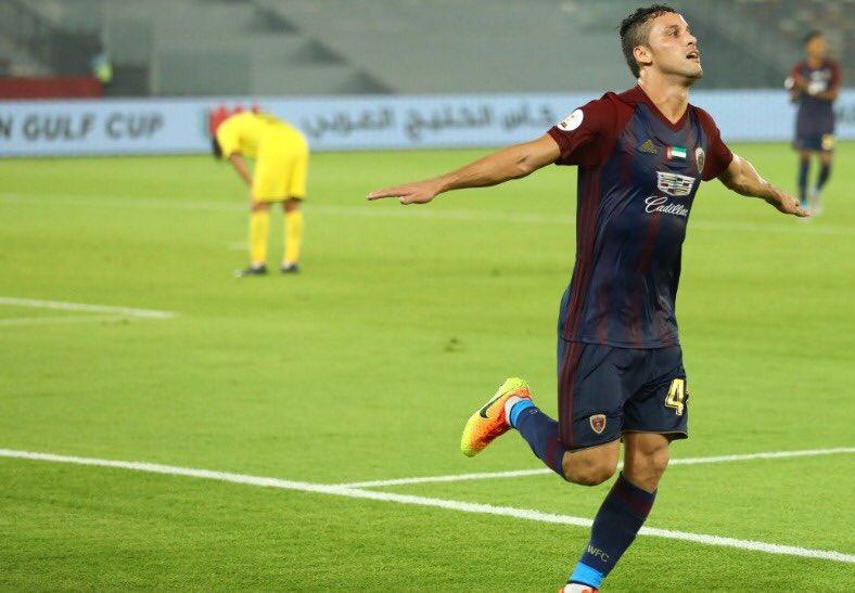 ليوناردو دي سوزا:  4️⃣ مباريات 3️⃣ أهداف   شكرًا على إهداء دورينا نجمًا جديدًا @SPL @ALAHLI_FC 🙏 https://t.co/IZbo9nbE5z