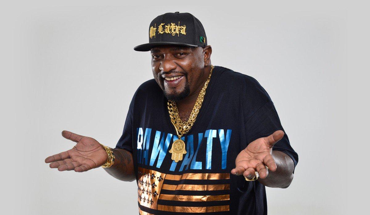 #Urgente: Morreu neste domingo, aos 49 anos, o cantor de funk Mr. Catra. No início de 2017, ele foi diagnosticado com um câncer no estômago.