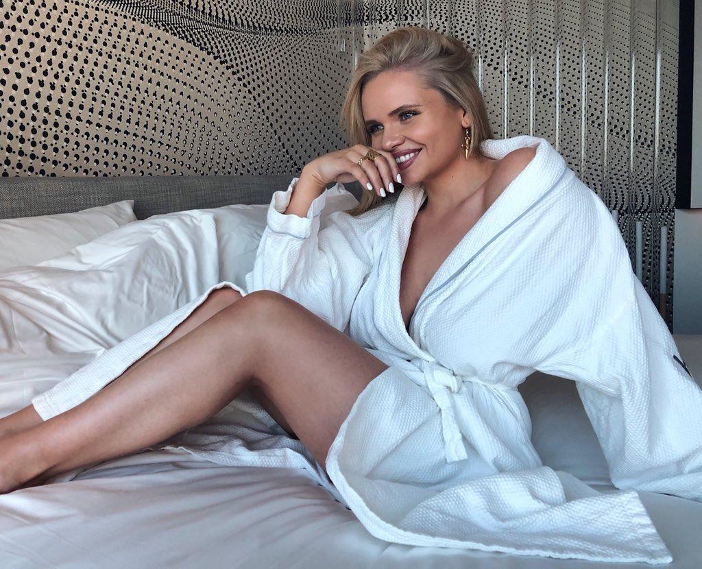 Alli Simpson  - good morning twitter @allisimpson