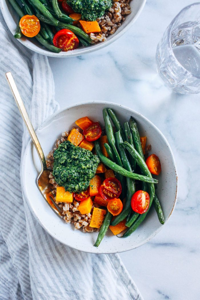 Late Summer Harvest Bowls with Kale Pesto https://t.co/jwLbRvtBDX https://t.co/xe0qU44LeZ