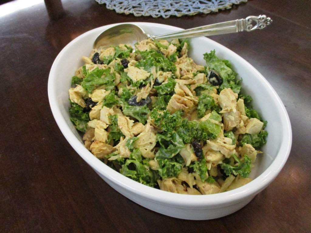 Chicken-Kale Salad | Buttoni's Low-Carb Recipes https://t.co/gPWcEsx6OQ https://t.co/vKPx5QIY8F