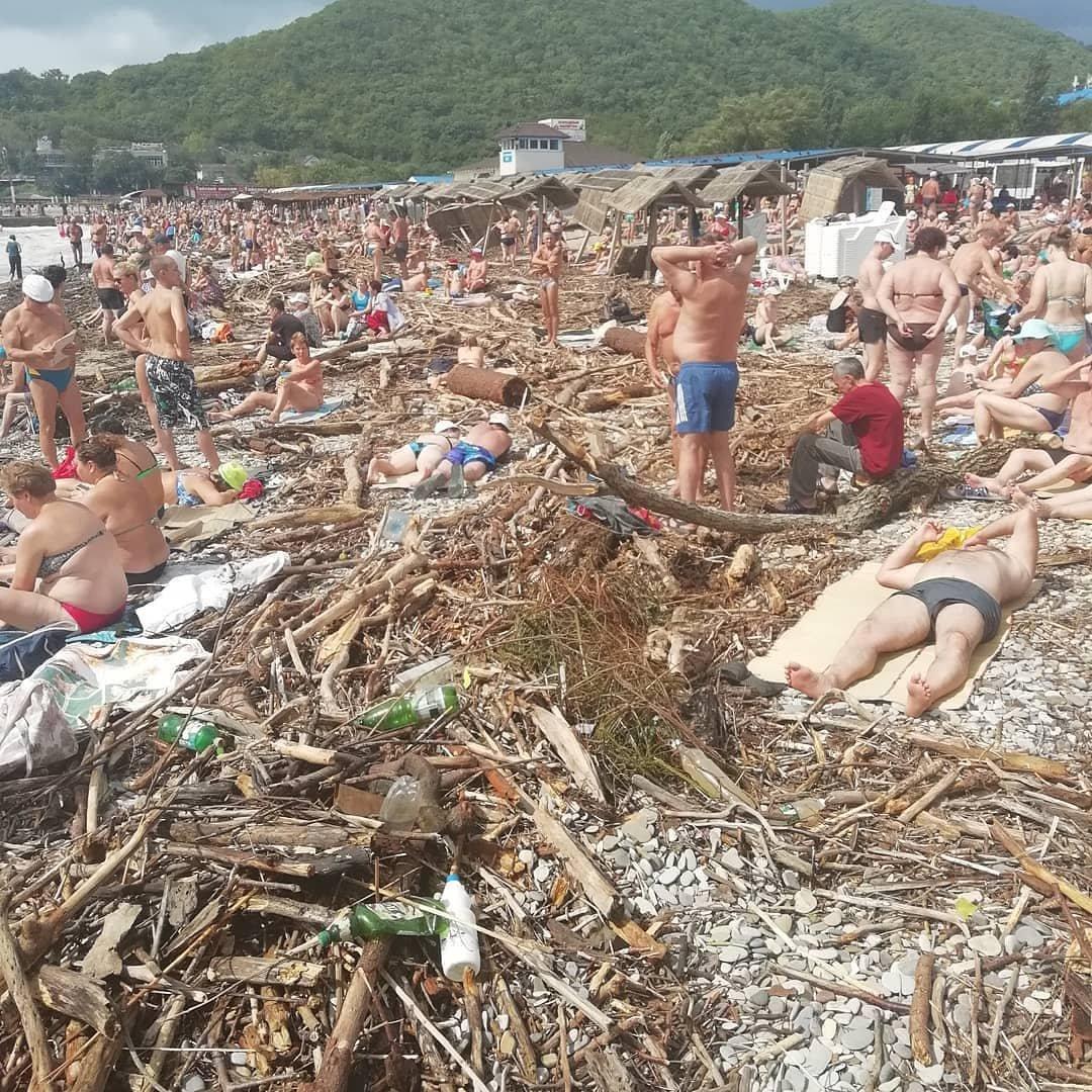 """""""Жодних проблем. Почуваються, як на Мальдівах"""", - росіяни в Краснодарському краї відпочивають на пляжі, заваленому сміттям після шторму - Цензор.НЕТ 678"""