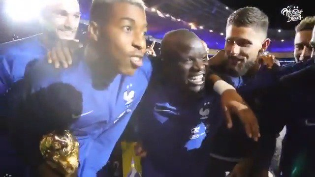 The entire France team and fans all singing @nglkante's song ❤️ (via @equipedefrance)