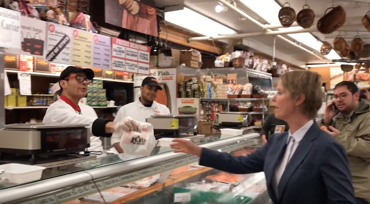 Cynthia Nixon orders a bagel