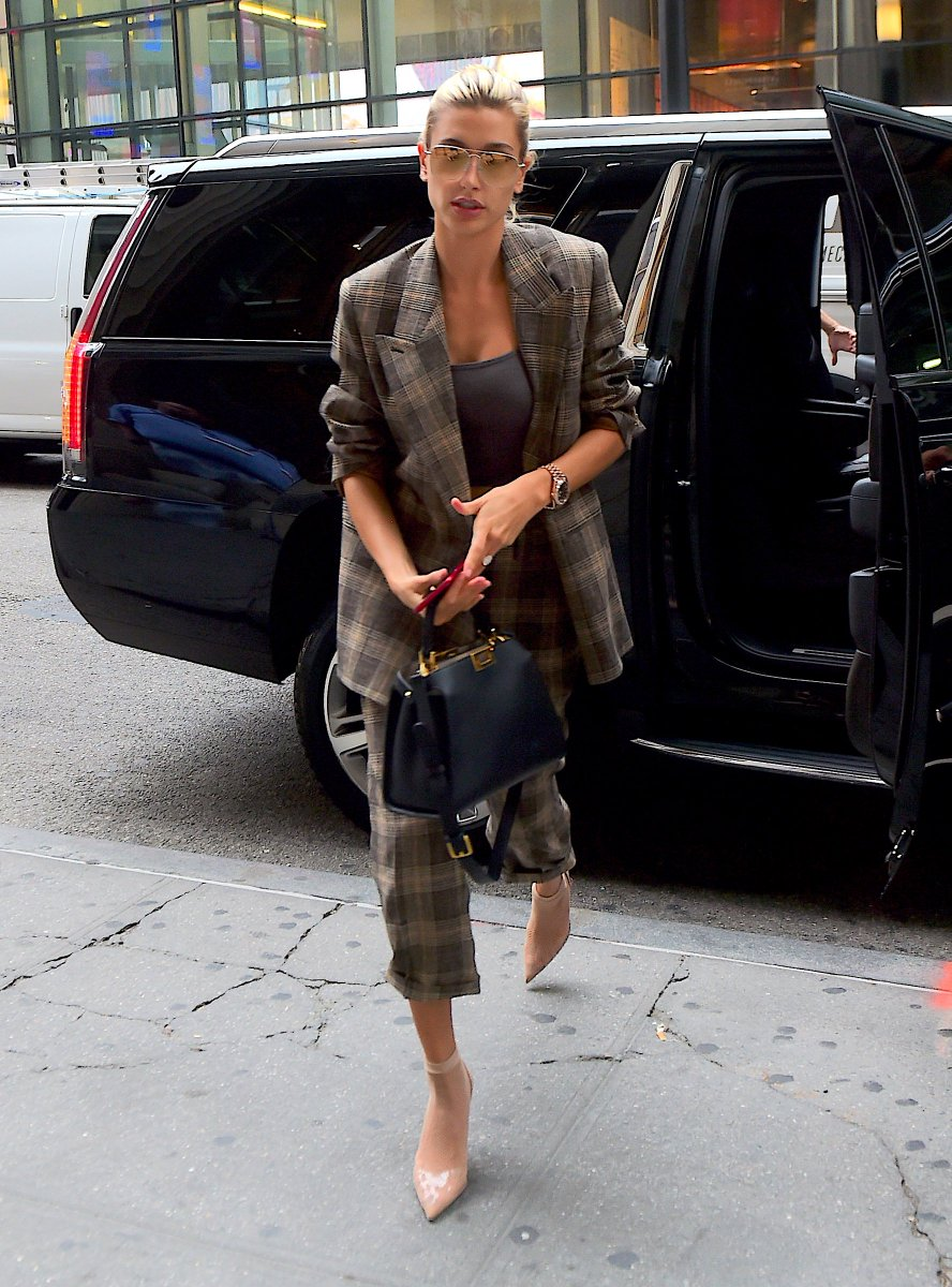 4f055d0f581f hailey baldwin with the fendipeekaboo essentially meandmypeekaboo