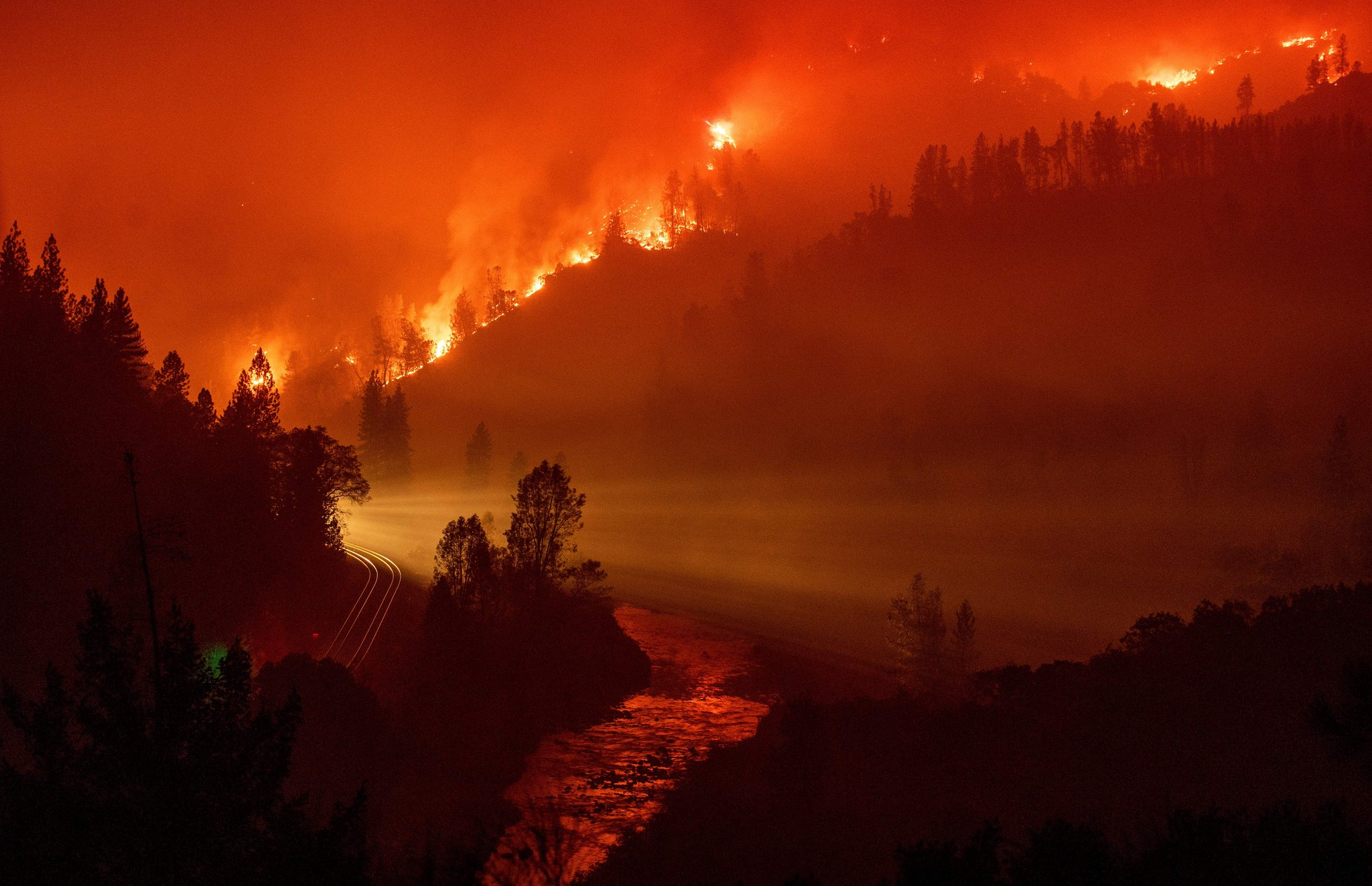 Firefighters continue to battle blazes across California https://t.co/JehGu7OqyK https://t.co/ZNfpB5okJR