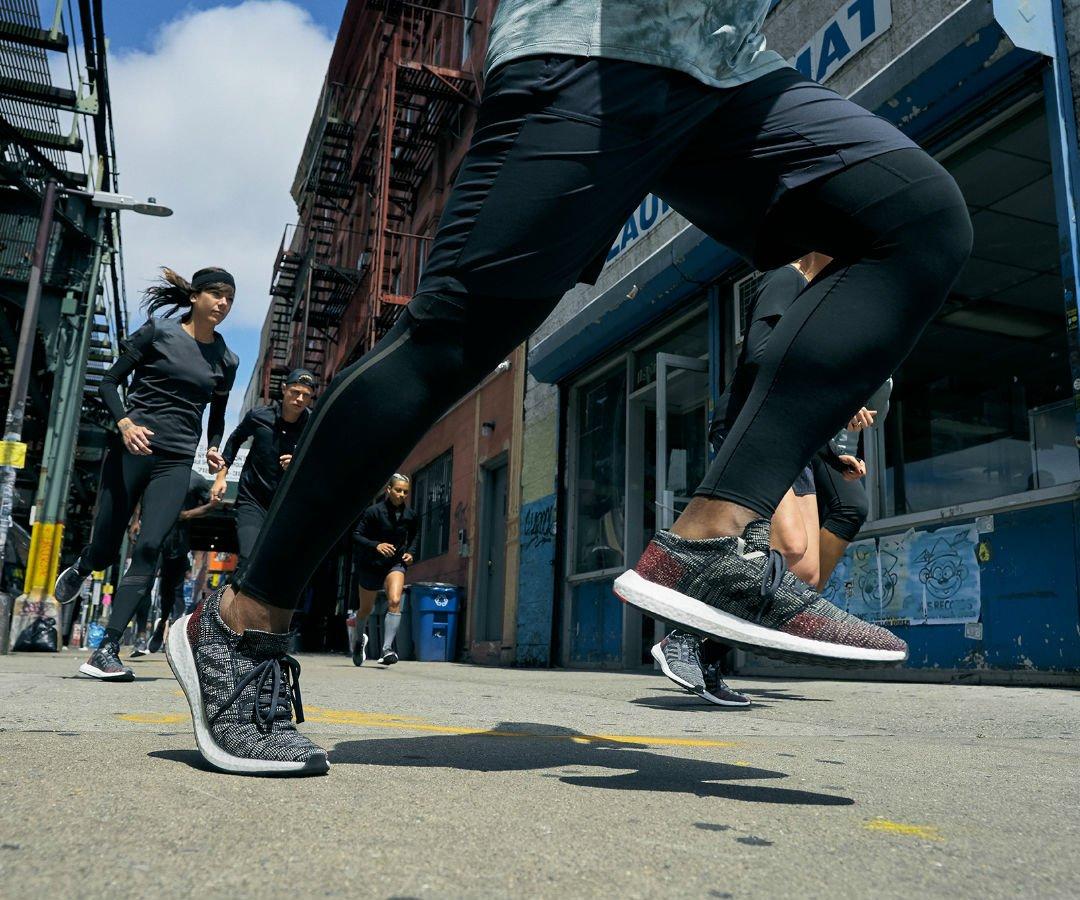 moda adidas lanzo unos tenis que pueden cambiar de direccion para el  running urbano 6fbfde6cde8db