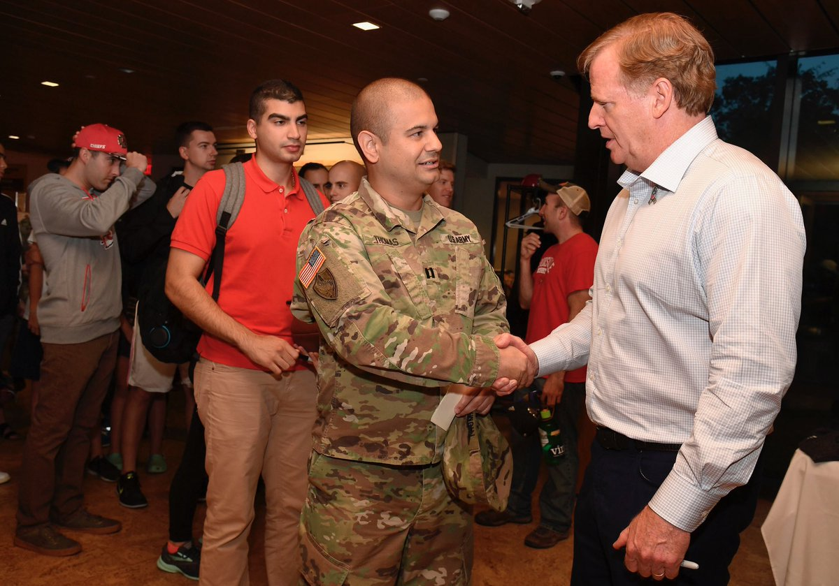 Honored to join service members & their families & @USOMetroDC tonight @the_USO Warrior and Family Center at Walter Reed to watch Monday Night Football. Thank you to all our service members.