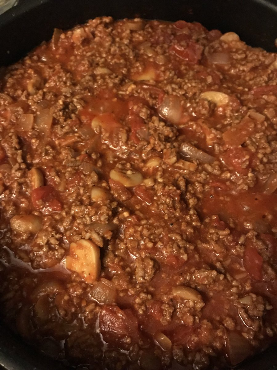 Got that homemade meat sauce simmering, now to cook the spaghetti. #dinner https://t.co/M6zOTWi9qE