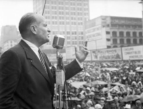 Hoy recordamos el 54 aniversario luctuoso de Efraín González Luna fundador del partido @AccionNacional, distinguido por su compromiso, pasión e inteligencia. https://t.co/ybzsMZqXvF