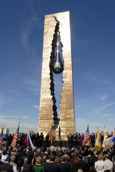 Did You Know: After 9/11, the govt of Russia gave the US a massive Teardrop monument with the names of all the victims of the attack inscribed The monument stands in NJ overlooking the Statue of Liberty President Putin personally attended the unveiling ceremony Foto