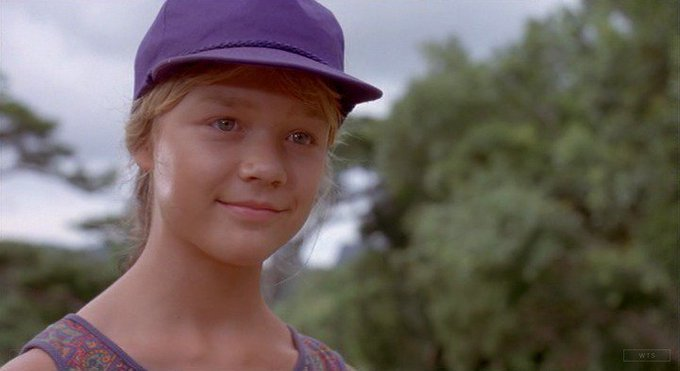 Happy Birthday to Ariana Richards who\s now 39 years old. Do you remember this movie? 5 min to answer!