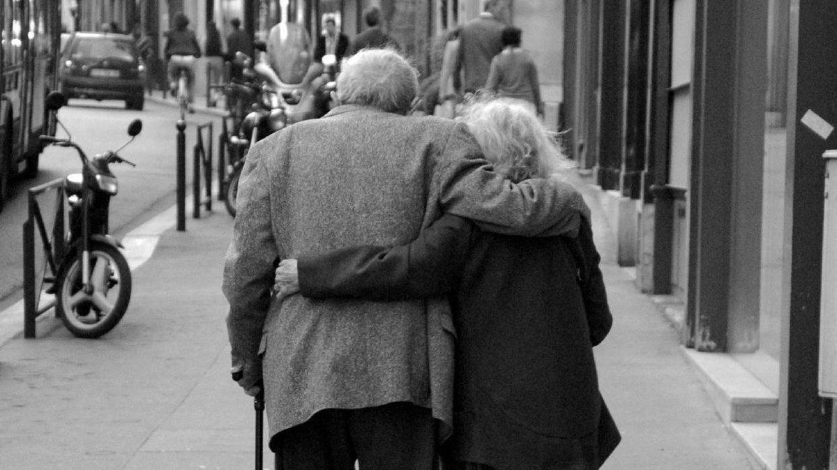 Открытка, картинки пожилых пар со спины