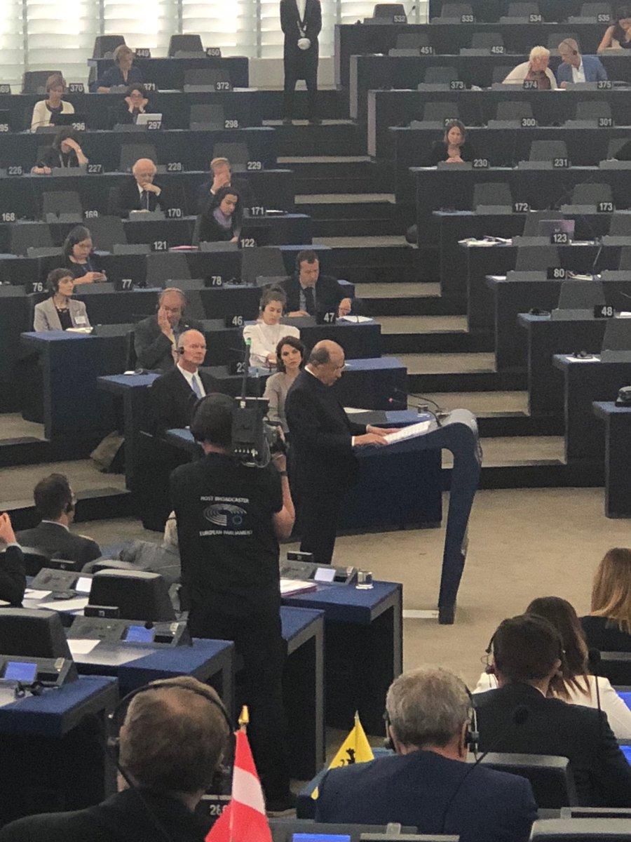 Très beau discours de Michel Aoun, Président de la République du Liban, en ce moment au @Europarl_FR , évoquant son pays, le fondamentalisme islamiste et quelques paroles de Jean-Paul II