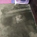 すげえ! 絨毯から見てる?絨毯に描かれたペニーワイズ怖すぎ!