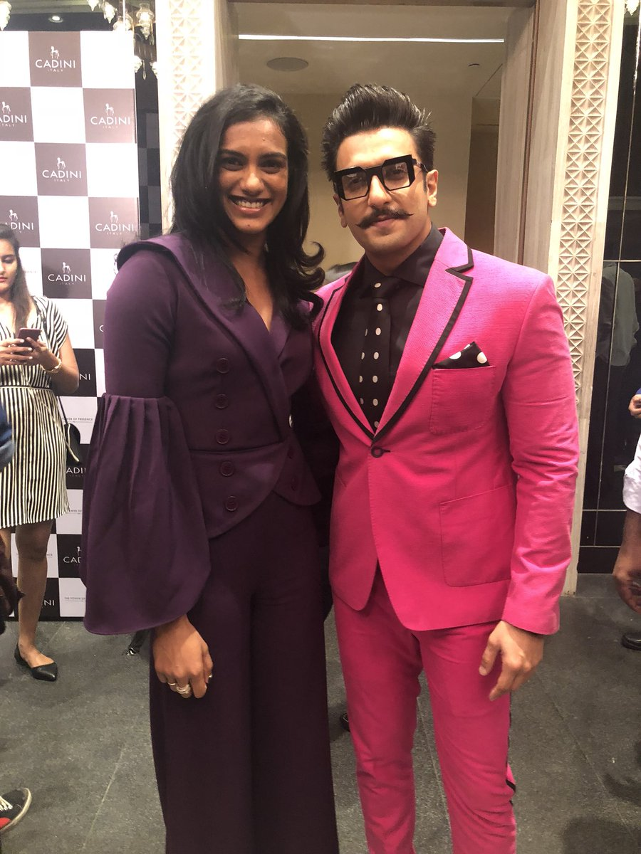 """Finally we meet!! It was such a pleasure meeting you and an absolute fan moment☺️.I congratulate you for all the success and i wish you all the very best for your future endeavours.I would rather call you """"ROCK STAR"""" than ranveer singh👍🏼😍 @RanveerOfficial #rockstarranveer🤗"""