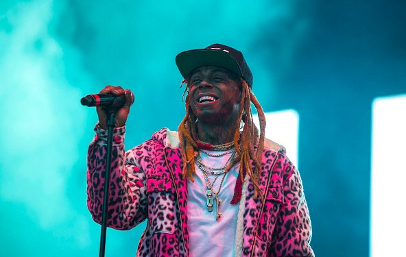 Lil' Wayne announces his long-awaited #ThaCarterV drops on his birthday, this Friday! https://t.co/TnqFPOCeHa  🎈🎉 https://t.co/bnPwEvo2kk
