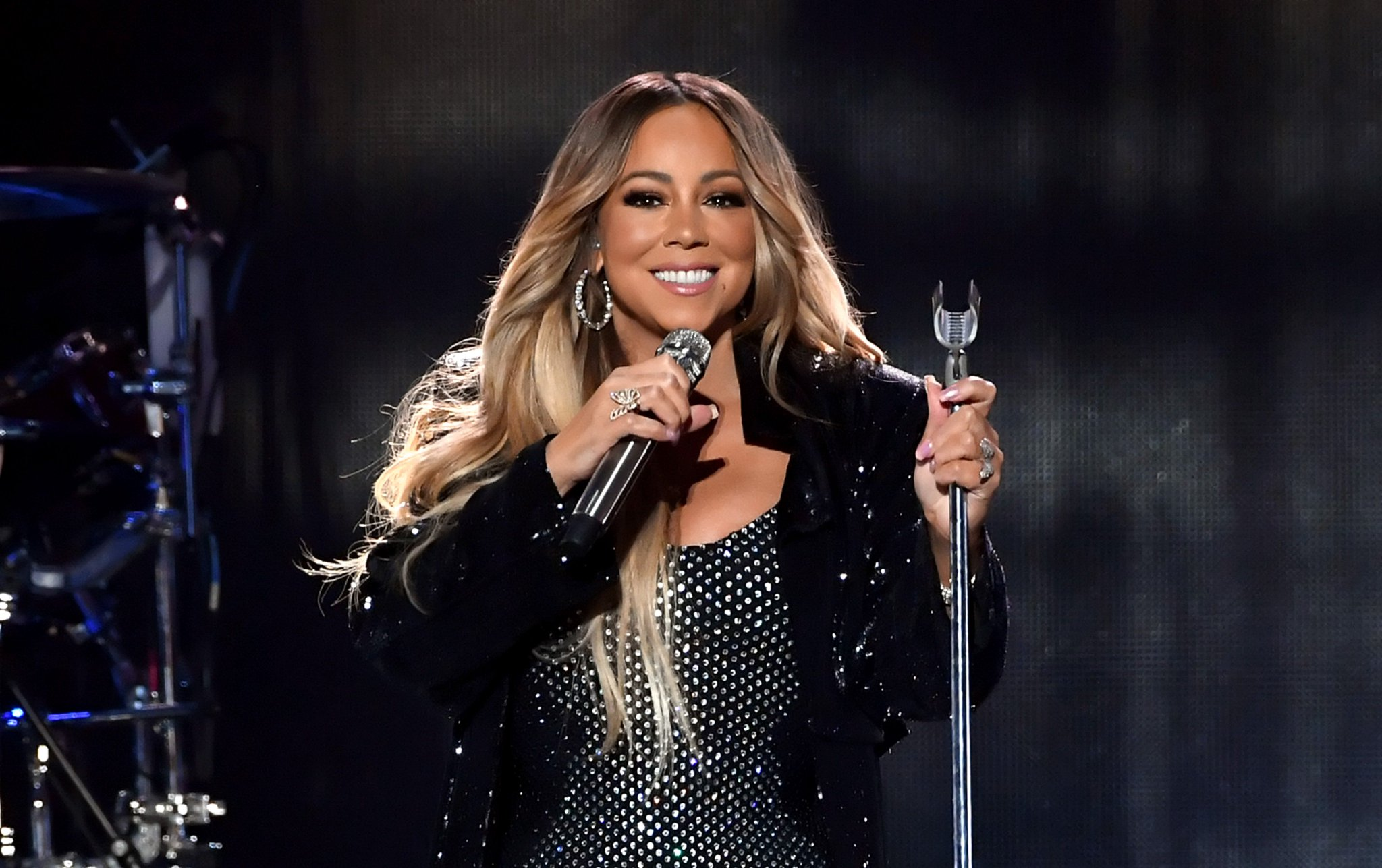 .@MariahCarey will perform at the 2018 American Music Awards. https://t.co/Oz4RwAMOsC https://t.co/KpDJTBWu76