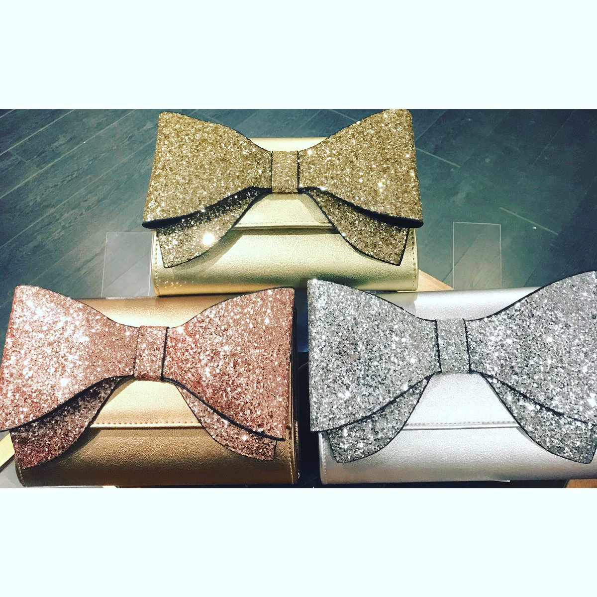 4a88487883a560 ... #clutchbag #eveningbag #loveofbags #shoulderbag #rosegold #silver #gold  #bronze #silverbag #goldbag #bronzebag #metallicspic.twitter.com/fVVY2TxfBn