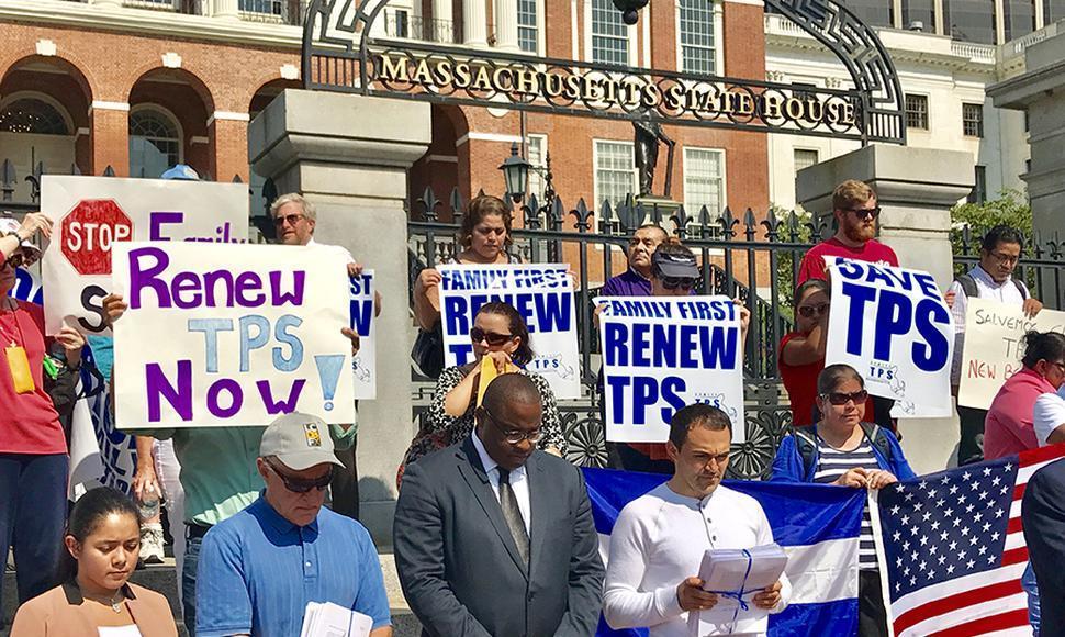 Inmigrantes en EE.UU. piden a la Justicia que suspenda la cancelación del TPS https://t.co/P0jm7plTPr